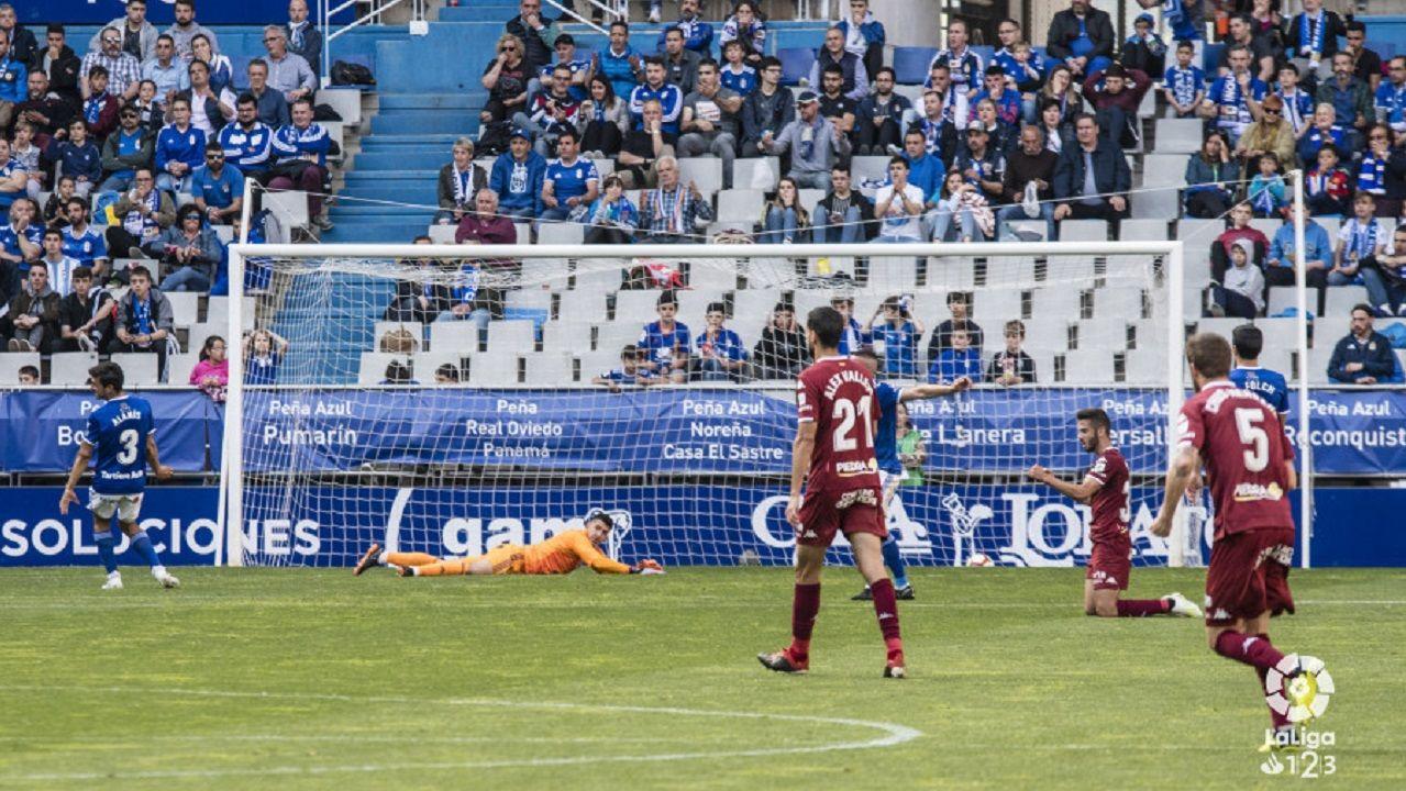 Gol Real Oviedo Cordoba Carlos Tartiere.Ibra celebra uno de los tantos ante el Córdoba
