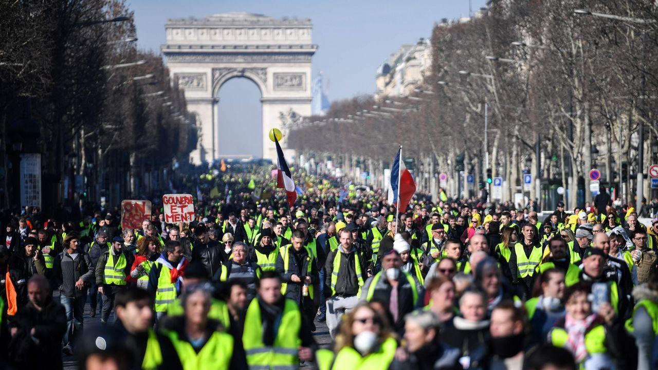 Manifestación hoy de los chalecos amarillos por las calles de París