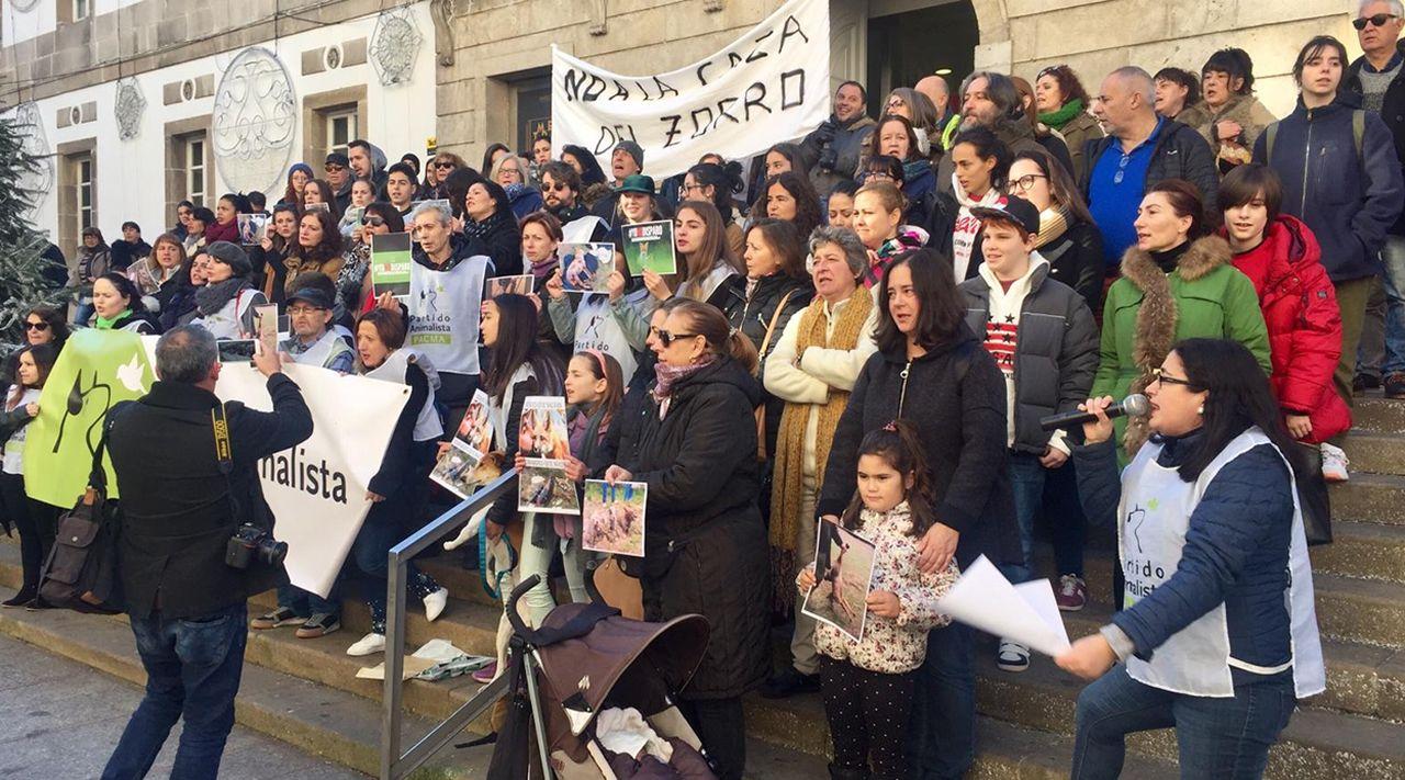 Pacma protesta contra la caza del zorro ante el Marco.Congreso de hackers de la universidad