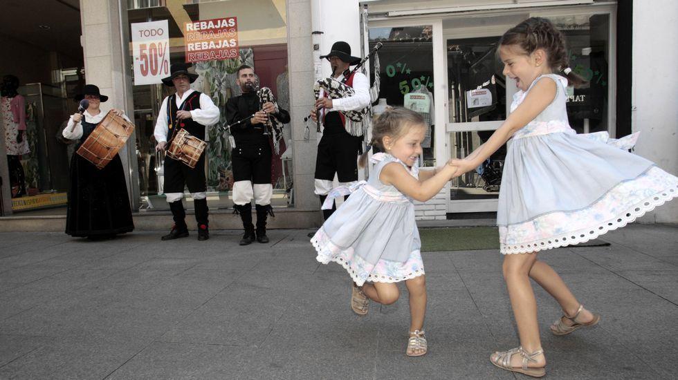 Procesión, gaitas en las calles del centro.. y mucha gente. Las fotos del día grande de las fiestas de Monforte.