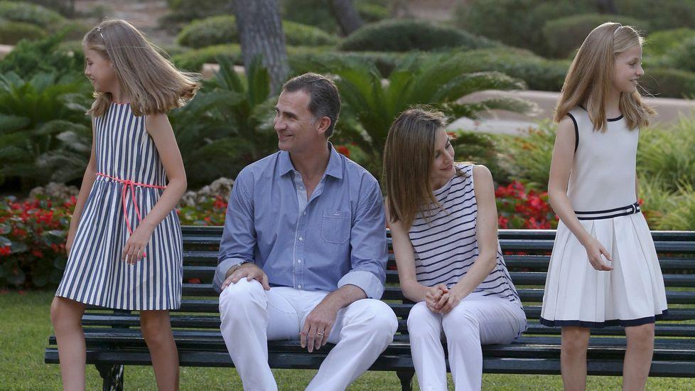 .Junto a sus padres y su hermana, en el tradicional posado veraniego en Mallorca.