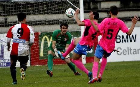 La jugada en la que Quique Cubas (9) aprovechó para marcar el empate.