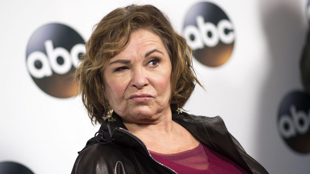 La cadena de televisión ABC cancela la serie Roseanne.