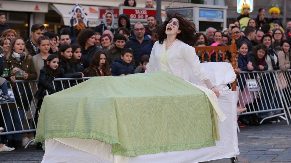 El concurso de entroido de A Laracha, en imágenes.Dave Grohl (izq.) con el actor John Travolta en concierto en Nueva York