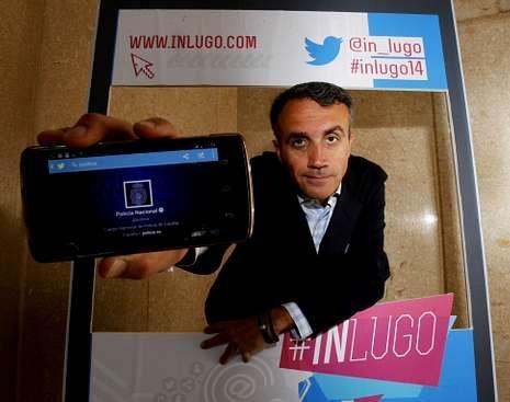 Fernández cree que las redes sociales facilitan el servicio público.