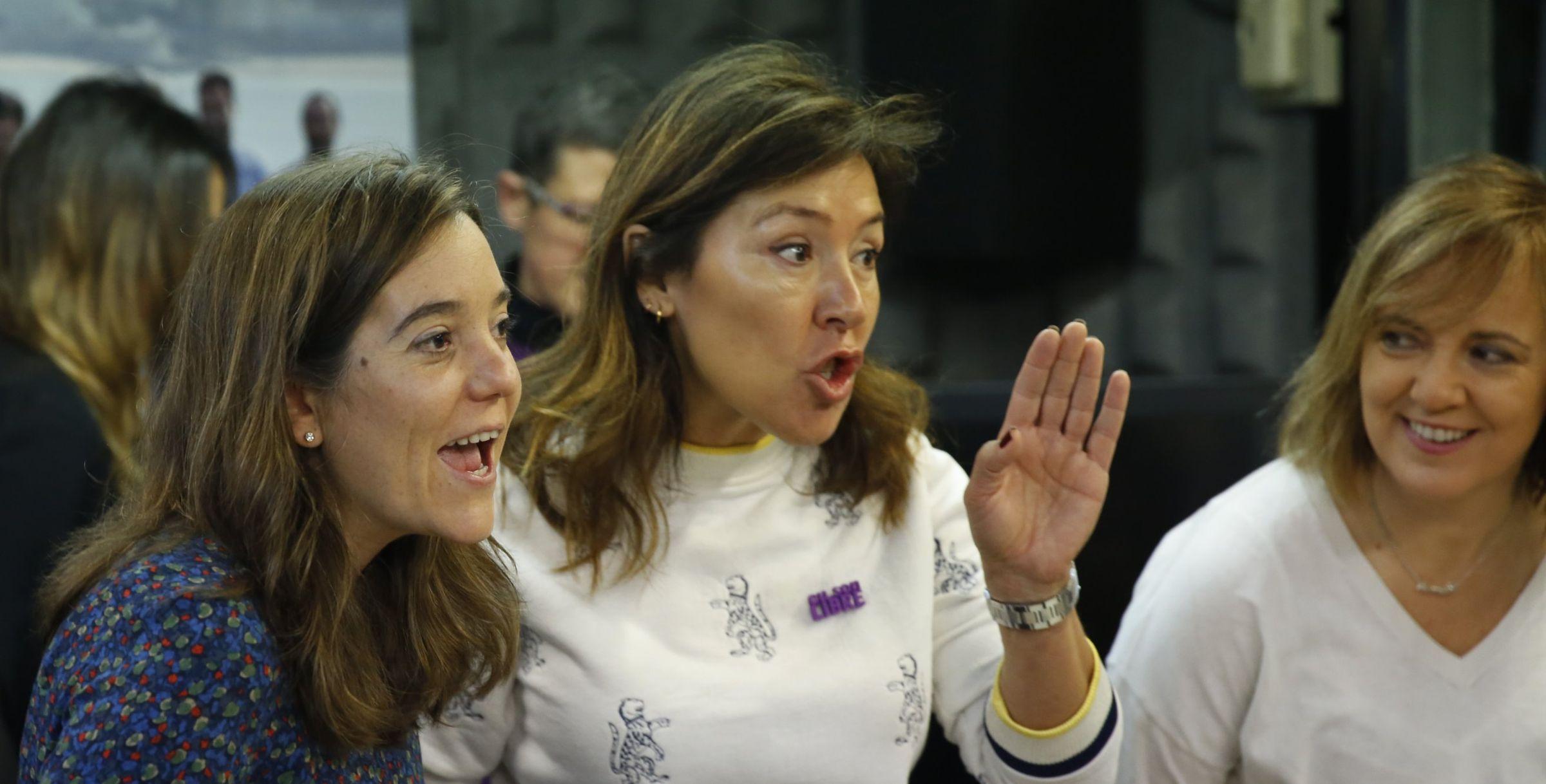 Juan Trinidad (Ciudadanos), elegido presidente de la Asamblea de Madrid.Almeida y Villacís se dan la mano en una foto distribuida por Ciudadanos