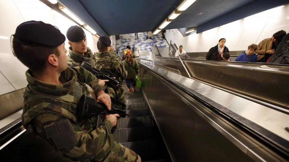 Soldados en el metro de Marsella