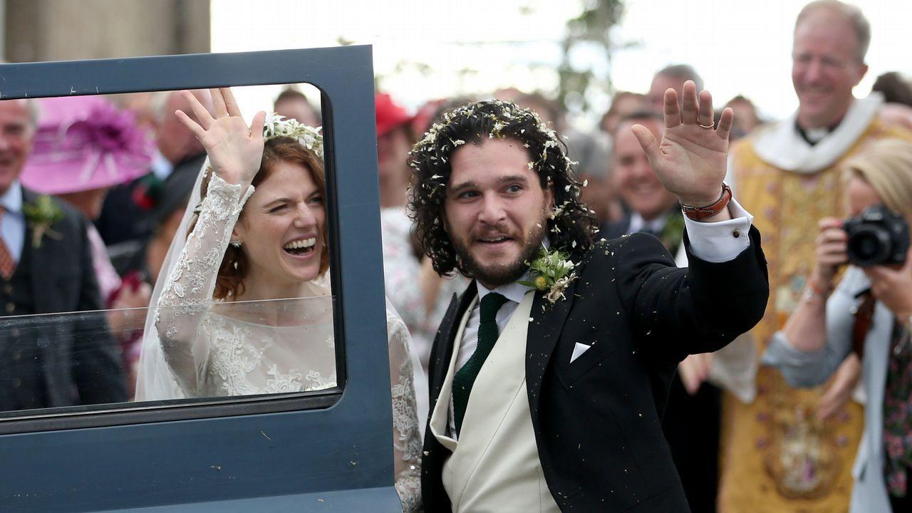 Rose Leslie y Kit Harington, ya convertidos en marido y mujer.