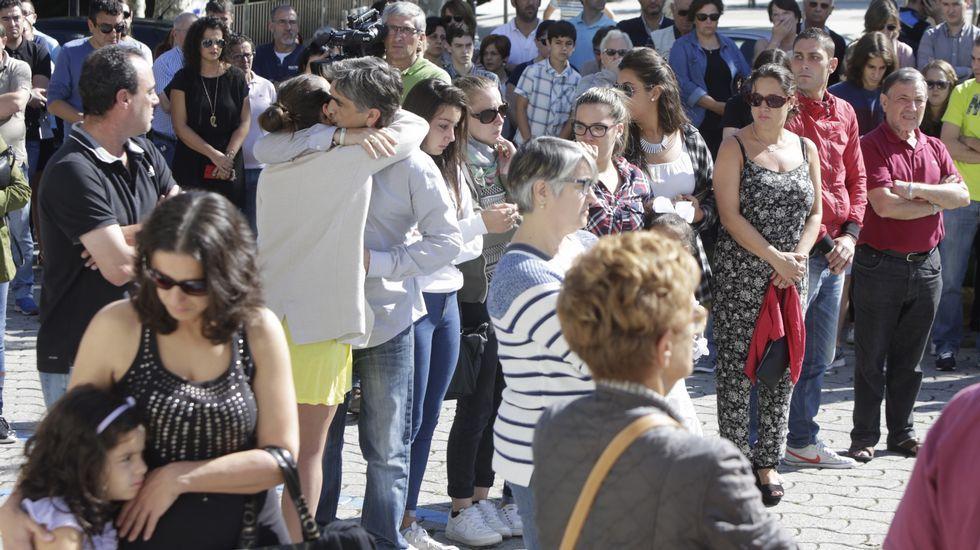 A la misma hora, otra concentración tenía lugar en el concello de Cambre.
