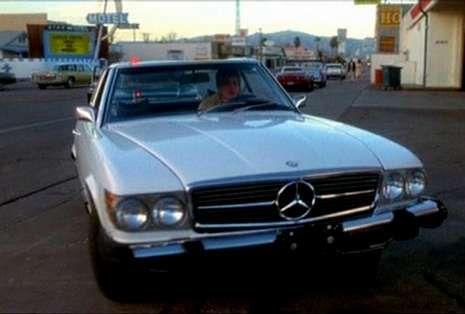 Bob Hoskins, una vida de cine.Arriba, Sharon Stone conduciendo su Mercedes en «Casino», de Martin Scorsese. A continuación, los Mercedes de «Con la muerte en los talones», la saga «Transformers» y «El diario de Bridget Jones».