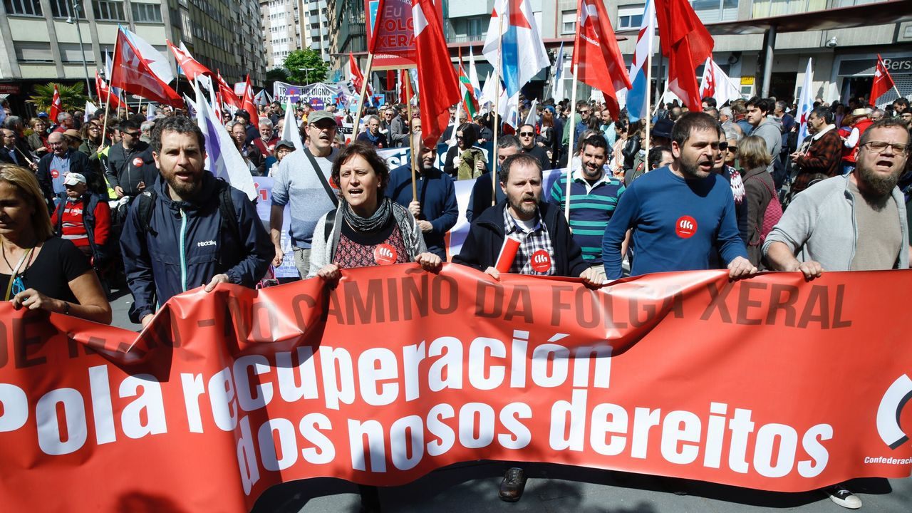 Así se vivieron las manifestaciones del 1 de mayo en Santiago.El comisario de Agricultura y Desarrollo, Phil Hogan