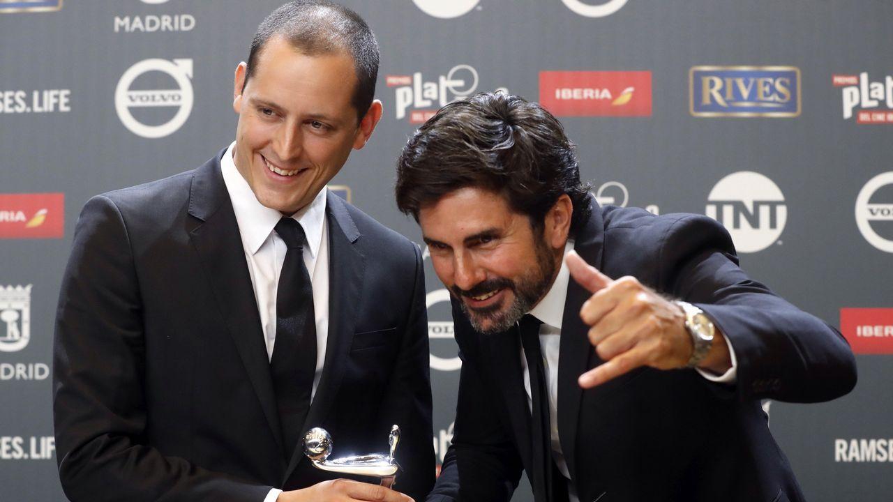 Hernan Zin y Olmos Figueredo tras recibir el premio Platino a la Mejor Película Documental por «2016. Nacido en Siria»