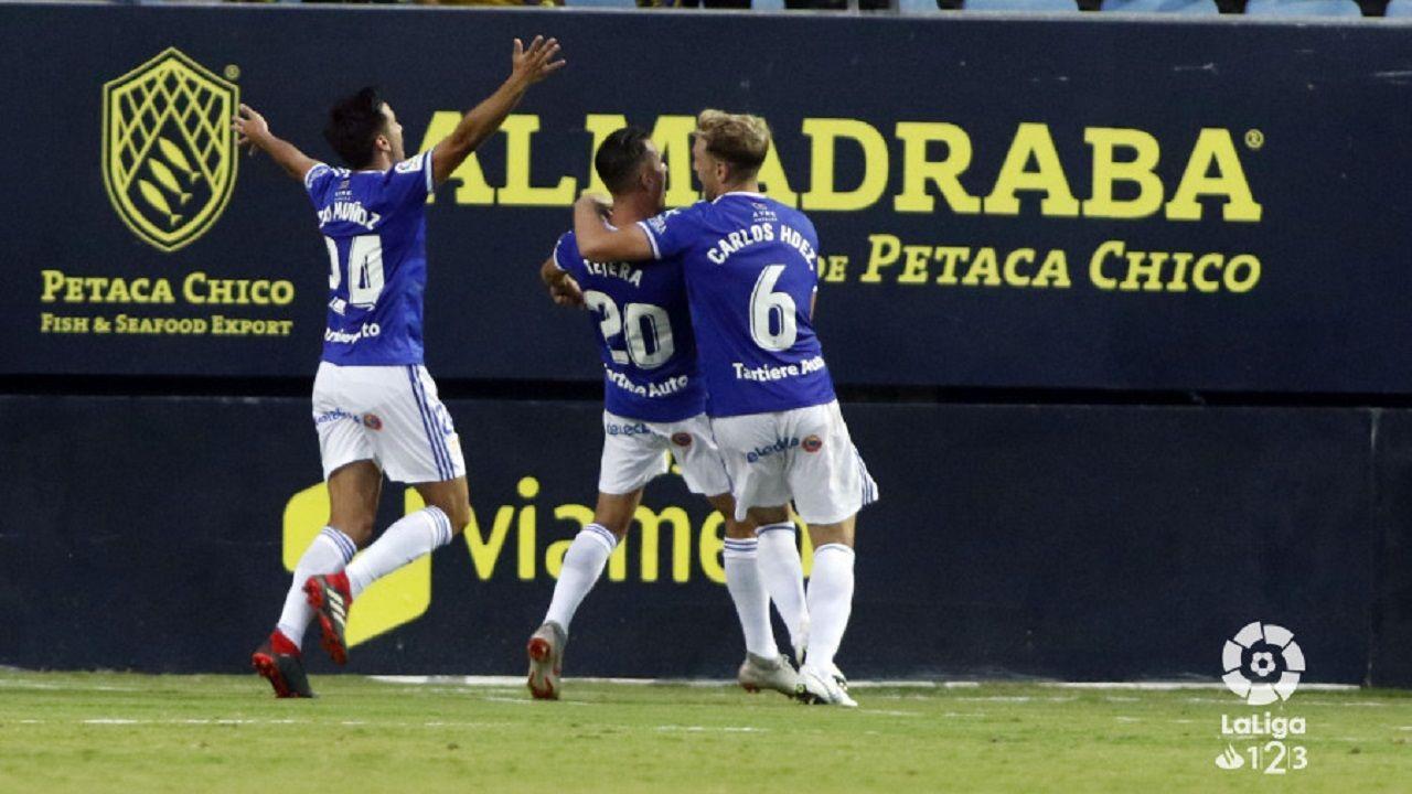 Gol Tejera Carlos Hernandez Javi Muñoz Cadiz Real Oviedo Carranza.Tejera, Carlos Hernandez y Javi Muñoz celebran el gol del empate