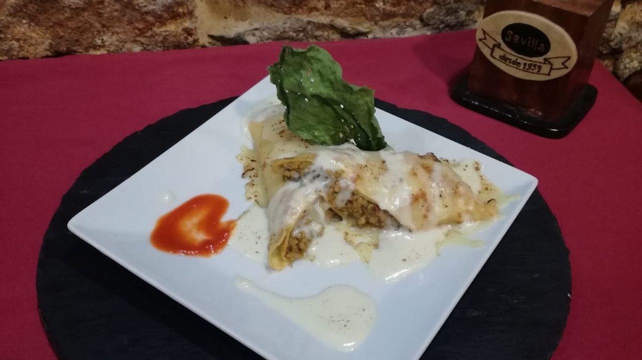 Café Sevilla: Filloa de carne con peineta de naviza