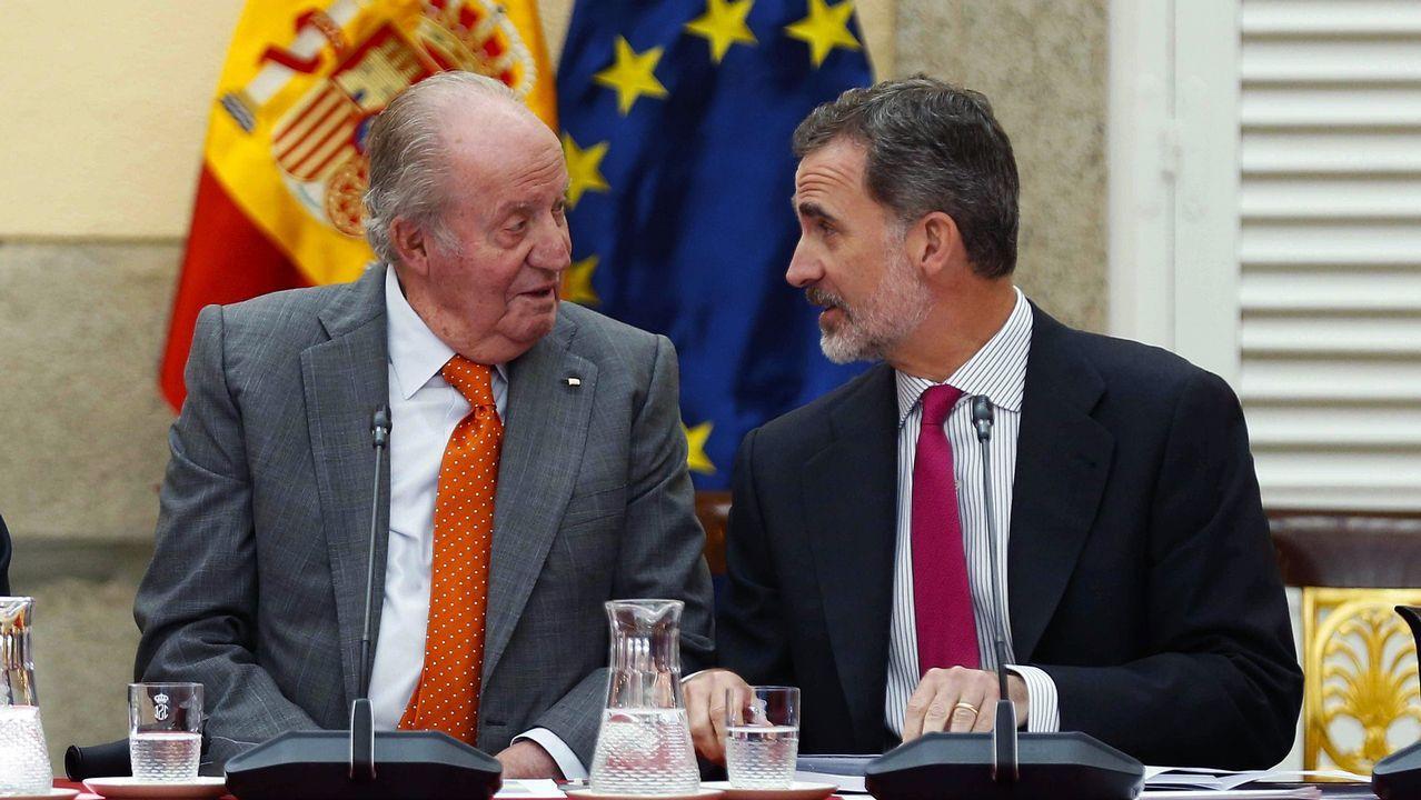 .Imagen de archivo del Rey emérito Juan Carlos, junto a su hijo, el Rey Felipe VI, durante la última reunión del patronato de la Fundación Cotec el pasado 14 de mayo