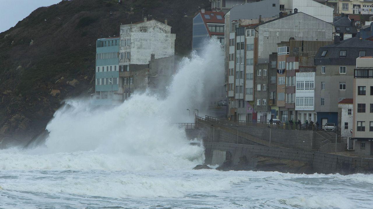 Las imágenes más espectaculares de la alerta roja en la costa