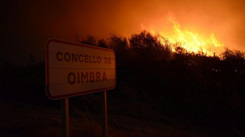 Catoira: Traslado de brigadistas en pleno incendio