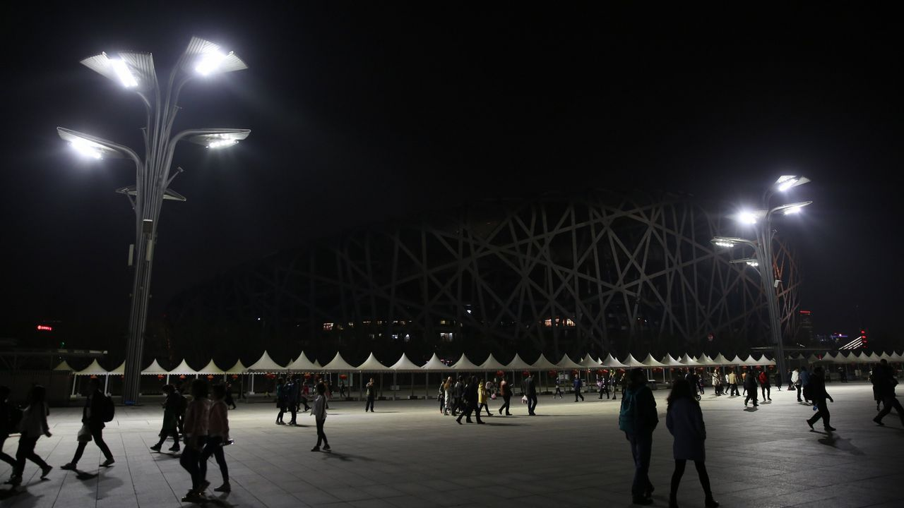 El Estadio Nacional de Pekín durate el apagado de las luces