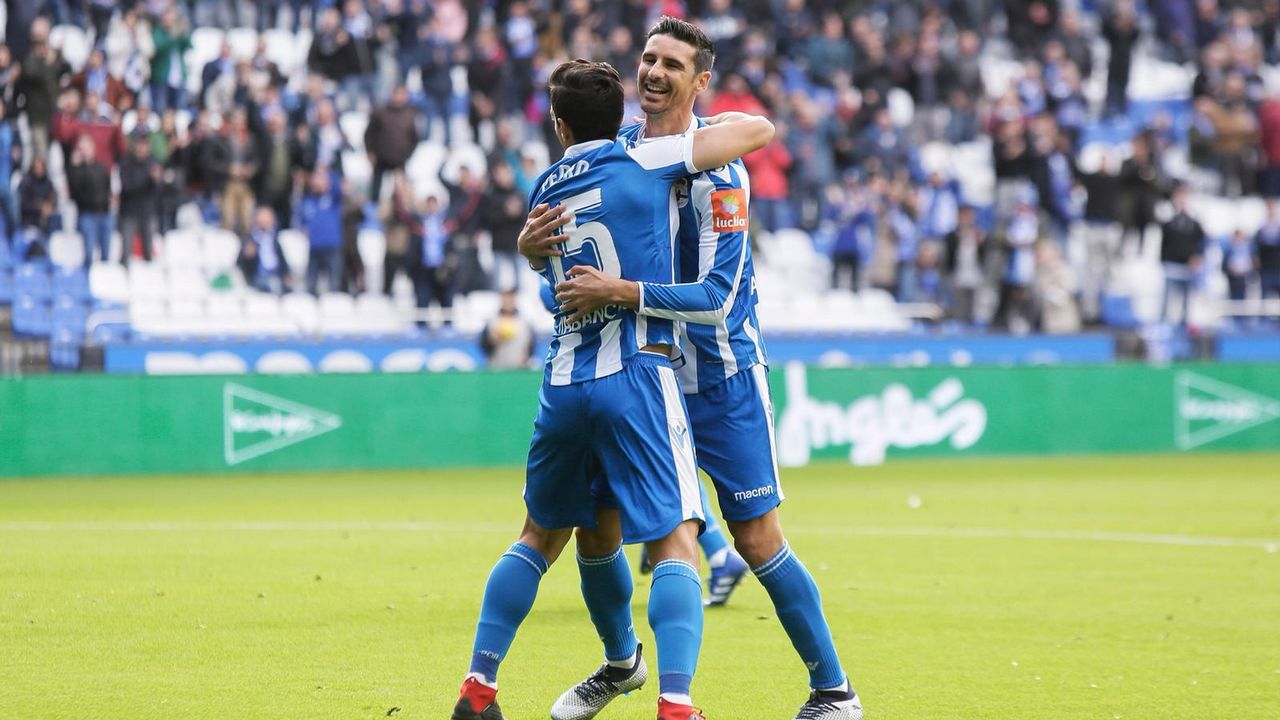 Las fotos del Deportivo - Reus.Los futbolistas del Dépor celebran el gol a los 40 segundos del partido contra el Reus