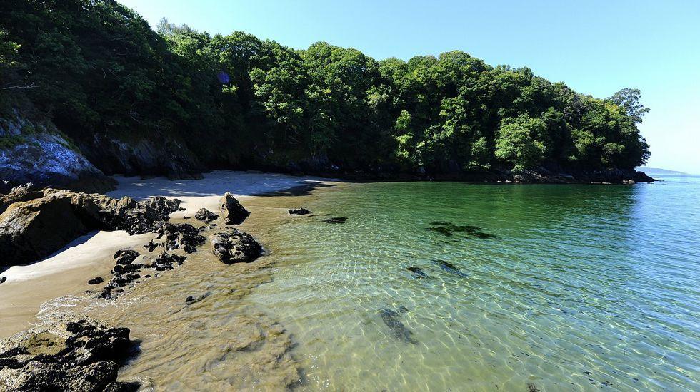 Cala Hawai, proxima a la playa de Centroña en Pontedeume