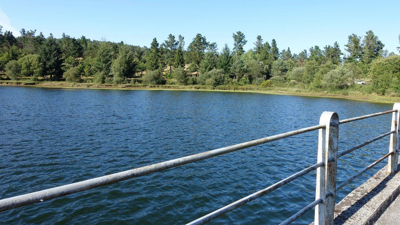 Investigan un vertido de aguas fecales al río Lea, en el polígono de Castro