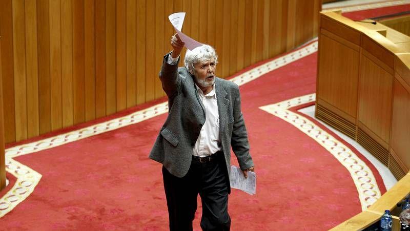 Cierre de la campaña en Galicia.Beiras abandona la tribuna tras su intervención