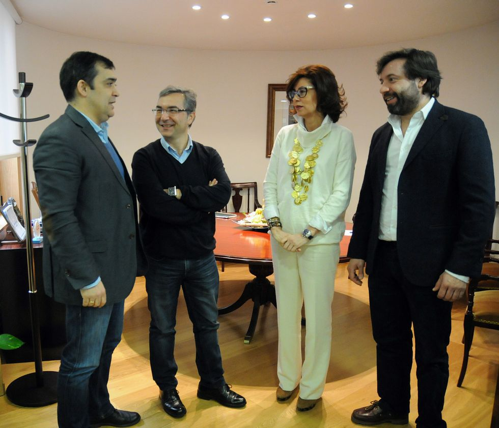 Los alcaldes y cargos de la Xunta, en la reunión mantenida.