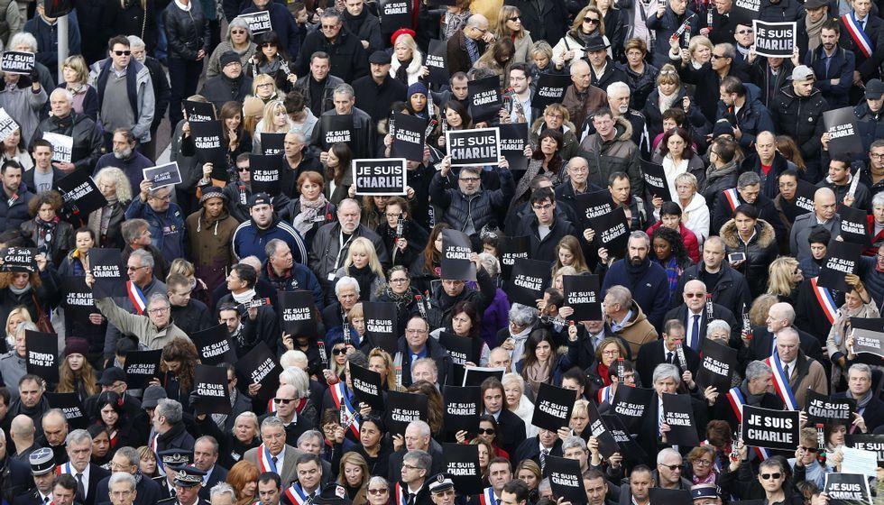 Histórica manifestación contra el terrorismo en París.En Niza, más de 23.000 personas se han manifestado en la emblemática avenida de los Ingleses con el lema «Yo soy Charlie».