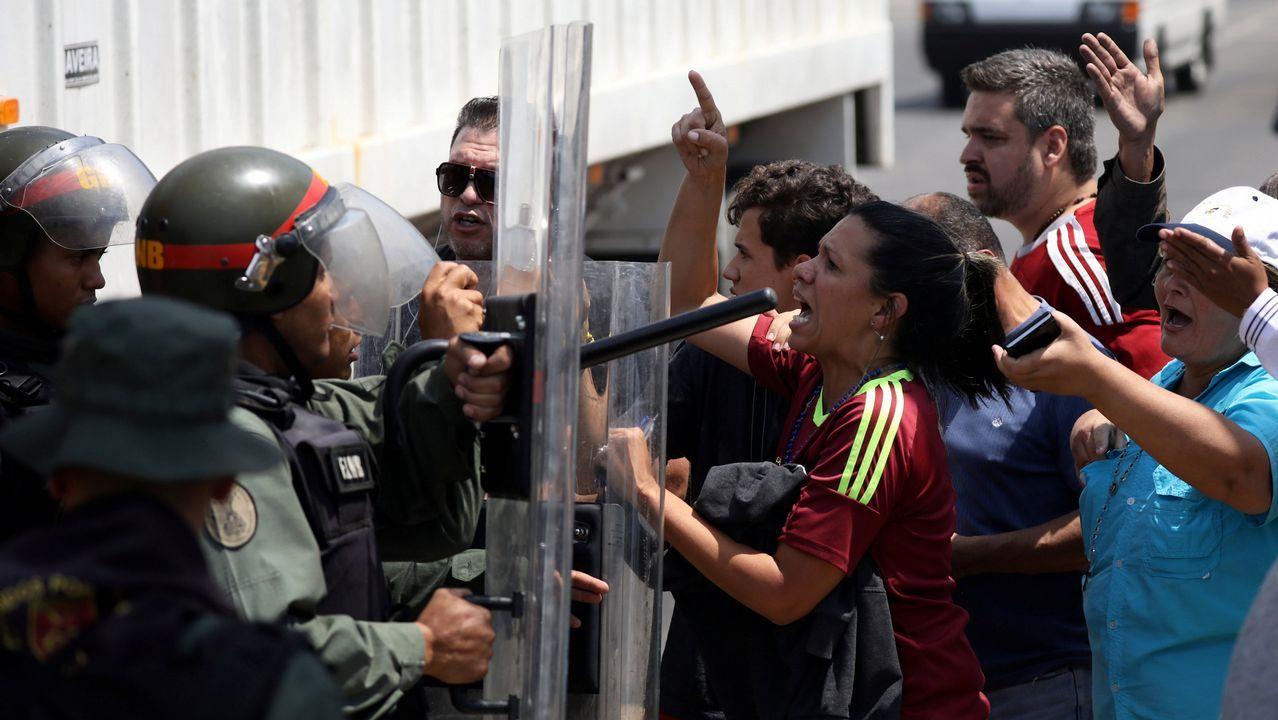 Los seguidores de Guaidó se enfrentaron a la policía tras bloquearlos en Mariara