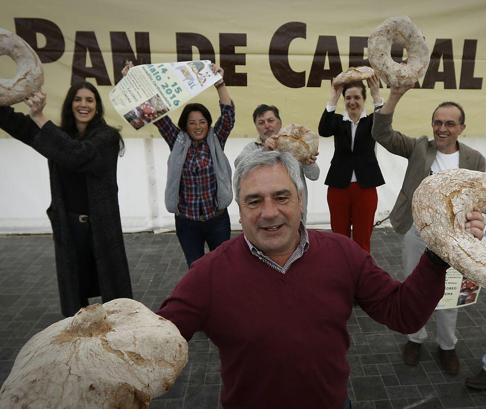 Destrozos en una finca de Lavacolla provocados por los jabalíes.Los panaderos de Carral elaborarán 4.000 kilos de pan