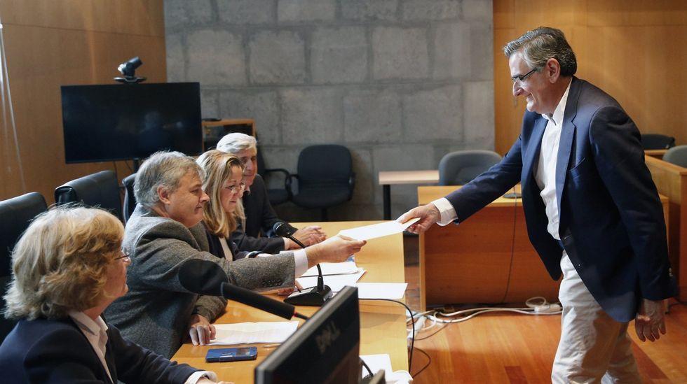 .El senador asturiano Ovidio Sánchez recoge su acta