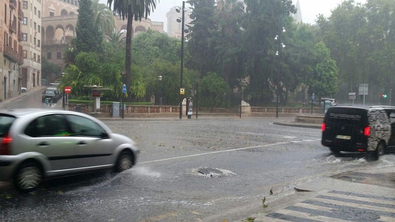 Tragedia en Mallorca por las lluvias torrenciales.Imagen de archivo de una tromba de agua en Palma