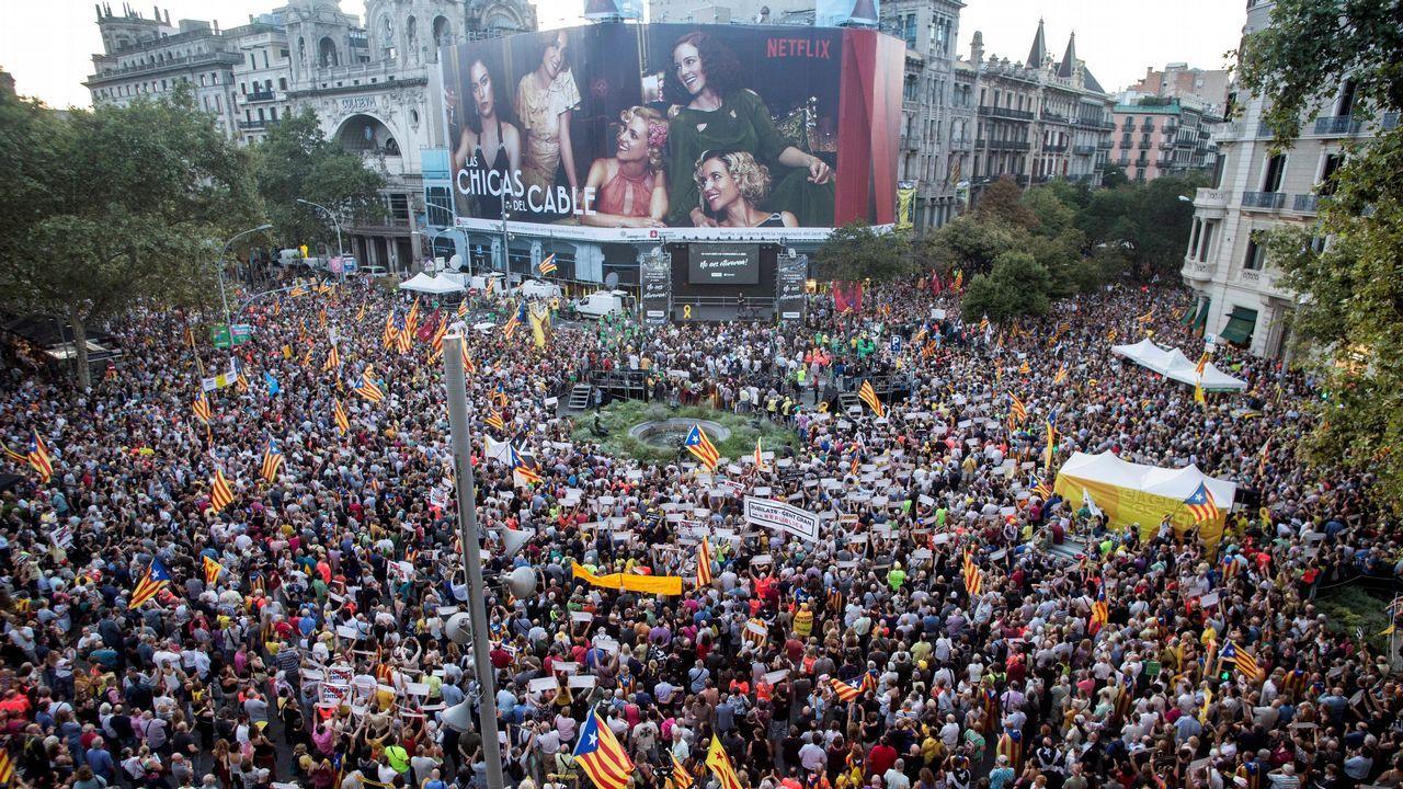 Tensión por la doble manifestación de independentistas y policías en Barcelona.La delegada del Gobierno, Teresa Cunillera, junto al presidente de la Generalitat, Quim Torra