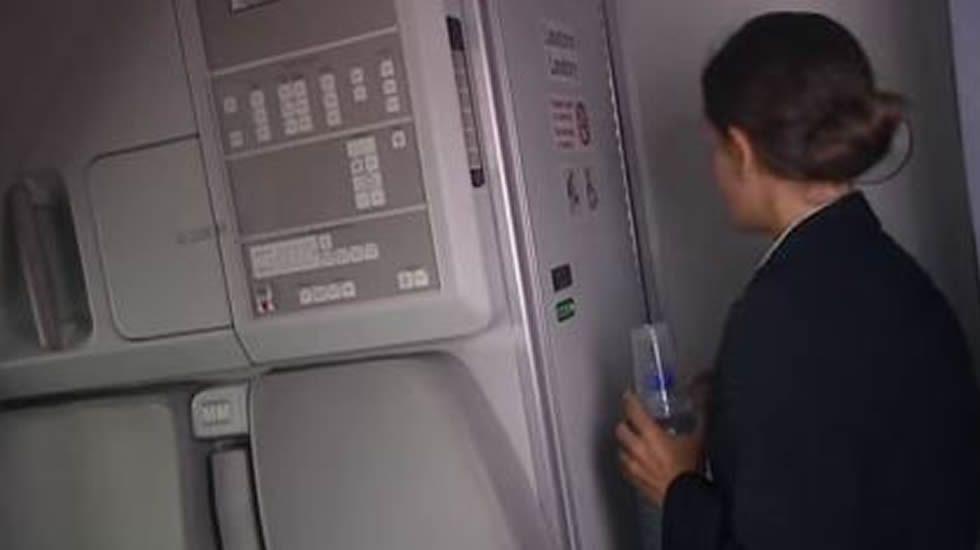 Así es el mecanismo de entrada y salida en la cabina de los Airbus.Un avión de Vueling