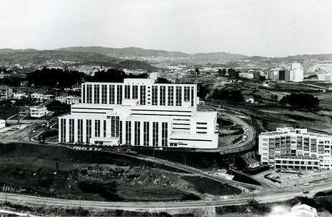 Vista aérea del Hospital de A Coruña en 1972, cuando se inauguró.