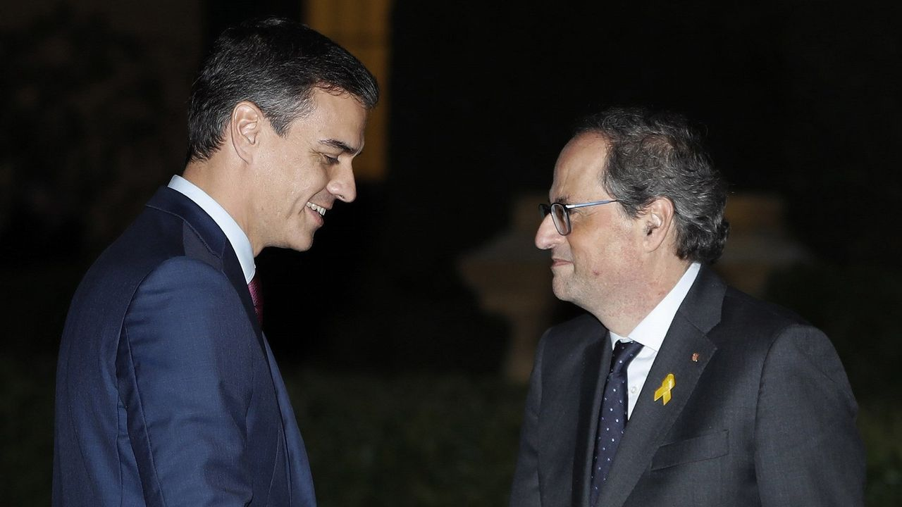 PP, Ciudadanos y Vox, juntos enuna manifestación este domingo en Madrid.Miembros del Gobierno catalán —a la derecha en la imagen, la consejera de Presidencia, Elsa Artadi— durante la sesión de control al Ejecutivo en el Parlamento autonómico.