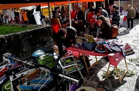 Castro.El Barrio de las Flores ya ha acogido la celebración de varios mercadillos solidarios.