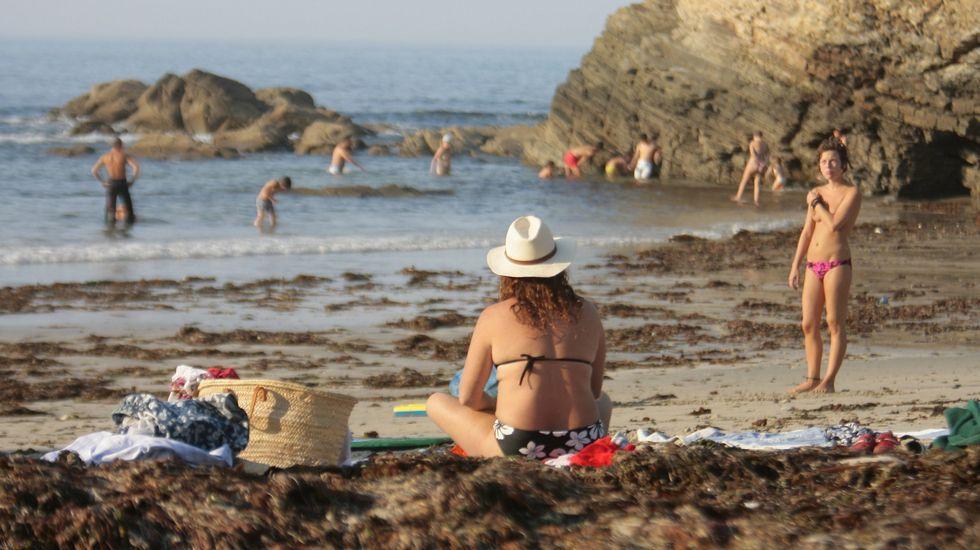 Playa de Retorta, en Boiro.Playa de Os Castros, en Ribadeo