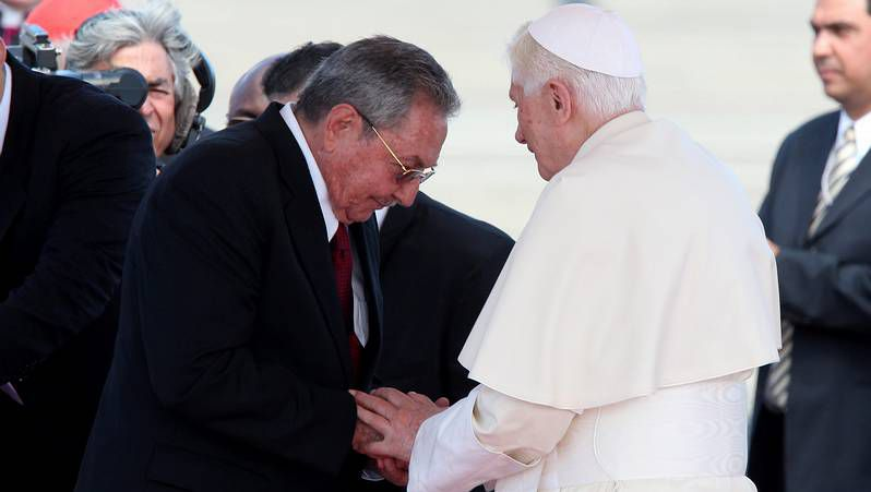El papa, en Cuba.El primer ministro italiano, Mario Monti, ante los medios tras la reunión del Ecofin, en Bruselas.