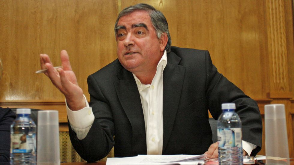 Antonio Pérez festejando con Manuel López su llegada a la alcaldia, puesto que ocupó unos meses