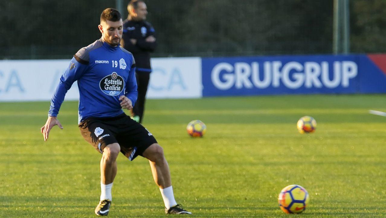 banderas aficion Carlos Tartiere Real Oviedo.Borja Valle / 2019