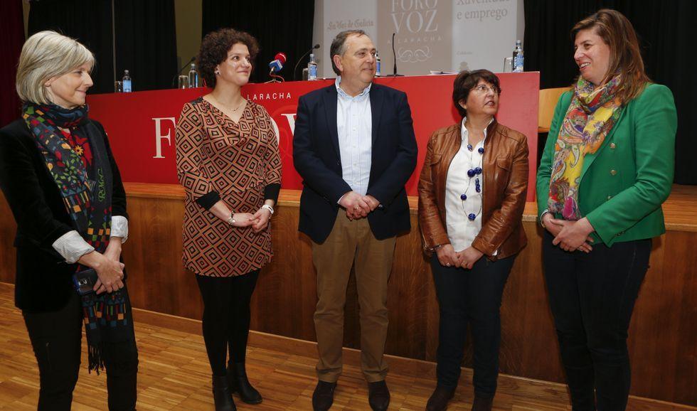 Las manifestaciones del 1 de mayo.Covadonga Toca, Alicia Blanco, José Manuel López, María del Carmen Fernández y Cecilia Vázquez, el jueves, antes de intervenir en Foro Voz.