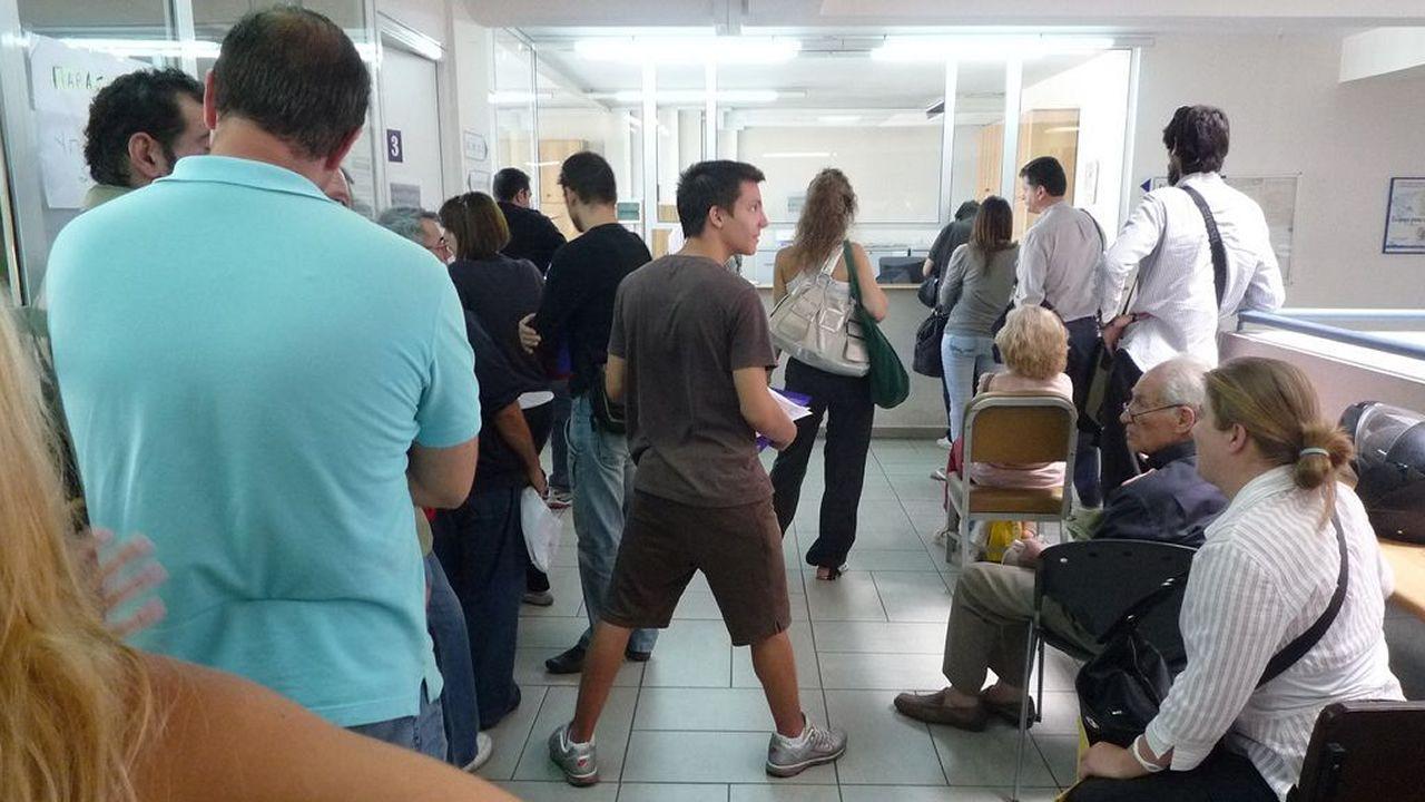 .Colas para realizar trámites burocráticos en Grecia