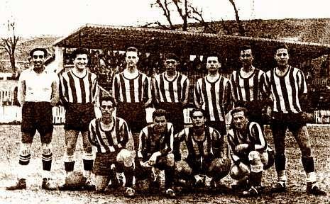 Explorando la Buraca das Choias.A la izquierda, la plantilla del Iberia en la temporada 48-49; a la derecha, la página de La Voz de Galicia del 31 de enero.