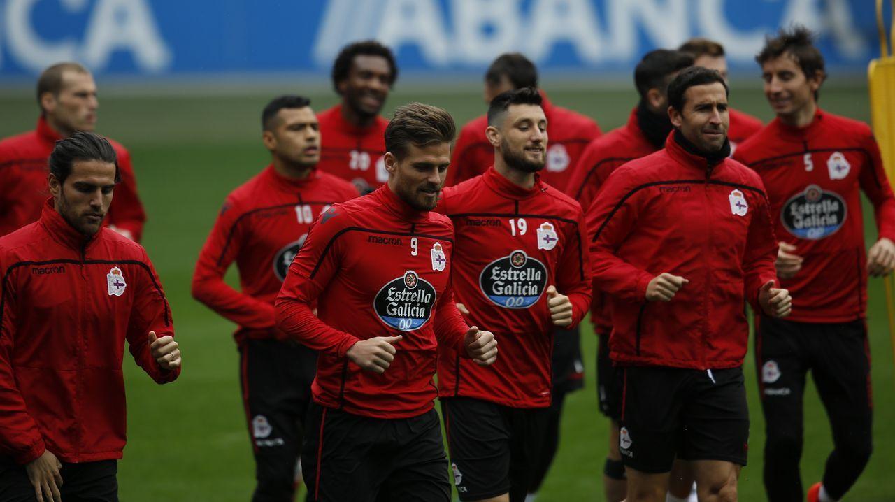 Las mejores imágenes del Deportivo - Alcorcón.Los jugadores del Deportivo, durante un entrenamiento en el estadio