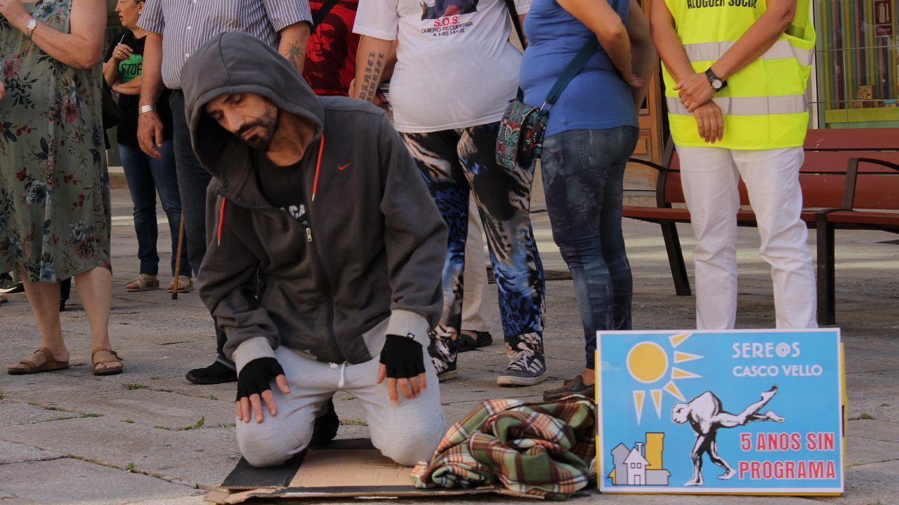 «La droga mató a la mitad de mis amigos».Cartel que anuncia la marcha entre Arriondas y Cangas de Onís para protestar contra la visita de los reyes