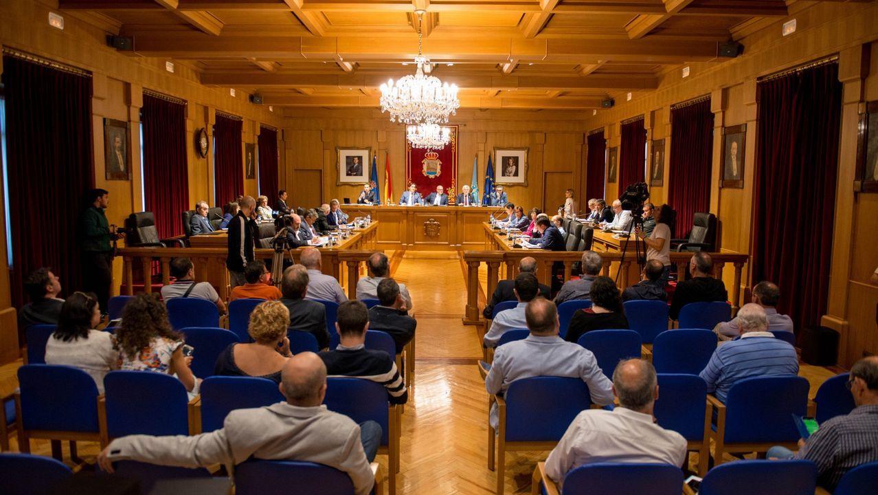 Os Blancos aprueba entre reproches el trasvase de servicios a la Diputación.El alcalde de Os Blancos, el popular José Manuel Castro