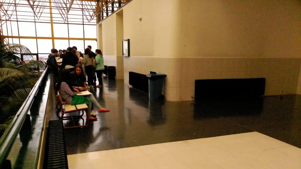 Los estudiantes se examinan de la EBAU en la Facultad de Economía y Empresa