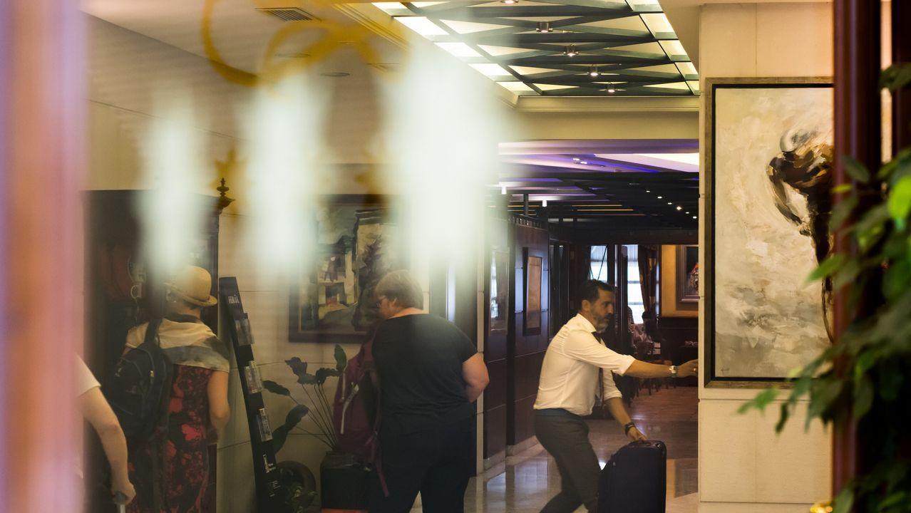 .En la imagen, el vestíbulo del hotel El Suizo de la calle Dolores, donde estos días se registra una ocupación del cien por cien
