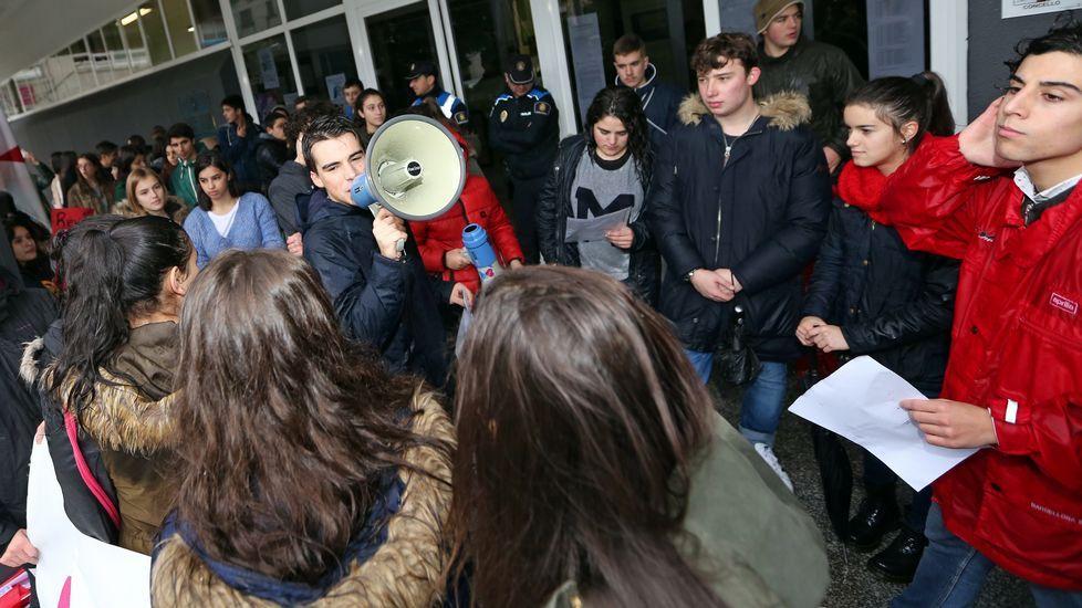 Protesta contra las reválidas y la Lomce en Barbanza